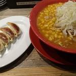 みそ吟 - 味噌ラーメン(コーントッピング)と餃子