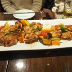 赤い壺 - 鶏肉と野菜のピリ辛グリル(+5)
