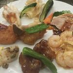 エトワール - 温かい料理。手前の酢豚が美味しかった。