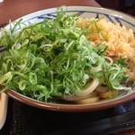 丸亀製麺 - かけうどん大(ネギ&天かす トッピング)