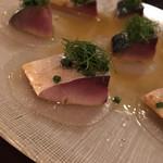 アベス - 真サバのマリネ。臭みの無い肉厚の新鮮なサバが美味。