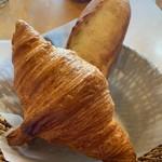 ブランパン - クロワッサンとフランスパン