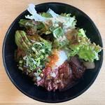 肉のたけむら - 料理写真:牛ハラミ炙りめし(肉大/温玉、アボカドトッピング)