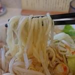 102517807 - 辛旨ら~めん醤油の麺アップ