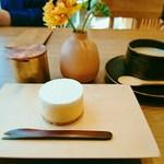 102518657 - ・kaikadouチーズケーキ(500円)                       ・kaikadouブレンドコーヒー(750円)