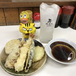 かめや - 天ぷら7品 750円(税込)が到着