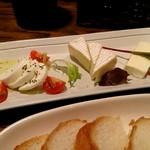 Kozarachuukanowaimbaruyuron - チーズの盛り合わせ