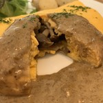 102529515 - ポルチーニ茸のクリームソースオムレツ パンケーキ3枚 1,450円 のオムレツの断面