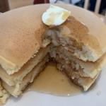 102529520 - ポルチーニ茸のクリームソースオムレツ パンケーキ3枚 1,450円 のパンケーキの断面