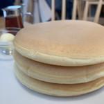 102529524 - ポルチーニ茸のクリームソースオムレツ パンケーキ3枚 1,450円 のパンケーキ