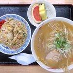 保志奈食堂 - 料理写真:ミニみそラーメン+ミニチャーハン(フルーツ付)