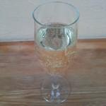 102536375 - グラススパークリングワイン
