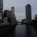福岡鷹勝 - 中央区と早良区を分かつ樋井川のそばにあります。(今川橋上からヤフオクドーム方向を望む)