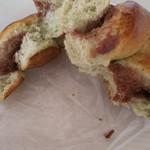 小麦工房 パン屋さん - 色の薄いヨモギパン