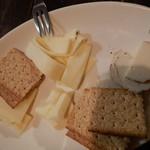 102544948 - チーズの盛り合わせ