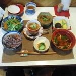 佐藤家の食卓 - 豆腐と野菜の定食\900