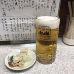 野楽炉大関 - 生ビールとお通しの漬物(^^)