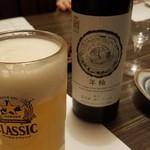 102555835 - ワインとビール。
