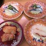 九州すし市場 - 料理写真:どんなんか4皿で確認してみる