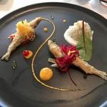 102559607 - ワカサギのエスカベッシュとアオリイカのタルタル、オレンジ風味のカリフラワーピュレ