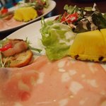 タベルナ石 - 前菜のように彩りきれいで(ワンプレートに)