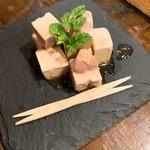 煙 燻製バル トリベーネ - 醤油漬け燻製クリームチーズ
