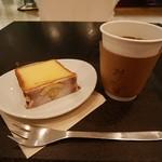 24/7 coffee&roaster - 広島レモンのケイク、白金