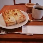 ノチハレ珈琲店 - 料理写真:クラムチャウダートースト、ハレブレンド