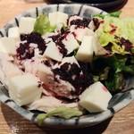 水炊き・焼き鳥 とりいちず - 早出しメニューから蒸し鶏とモッツァレラチーズ~赤紫蘇ドレッシング~280円