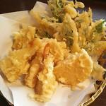 安曇野 - 料理写真:新筍天ぷら 650円 塩で頂きました。塩はこだわりなし(食卓塩)