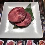 和牛焼肉食べ放題 肉屋の台所 - 厚切り牛タン