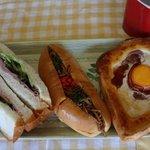 10257839 - シュゼットハムのサンドイッチ 焼きそばパン 目玉焼きパンです♪