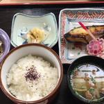 102571530 - 銀鱈西京焼き定食 更に小鉢がいっぱいありますw
