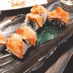 楽蔵 - サーモンとイクラのロール寿司!