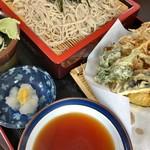 そば処 だるま軒 - 野菜天ざる 750円