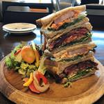 102579950 - King of Sandwich ボリュームがすごいです。