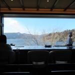 102580431 - 芦ノ湖を一望できます。