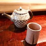 Sakamaruyama - 選べる茶器。。。市松模様がモダンで素敵♡と思ったのですが、イマドキ女子のスタッフさんには「アラジンのランプみたいじゃないです?」と。そうくるのネ。