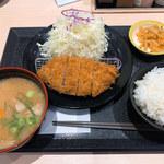 松のや - 料理写真:ロースかつ定食(汁は豚汁にランクアップ)