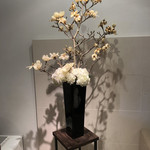 CHIMERA - 待合室の生け花が豪華すぎる。