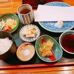 天銀 - 料理写真:最初のセット 天ぷらは1つずつ、お味噌汁も後から来ます