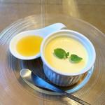 NAKAMEGURO TERRACE - 栃木県産の赤玉卵の極上とろけるプリン(600円 +税)