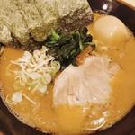 横浜家系らーめん英 - 料理写真:とんこつしょうゆ