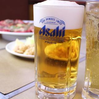 初めての方要注意!度肝を抜かれる衝撃的大きさのビールで乾杯!