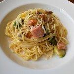 カフェ88 - 燻製鮭と芽キャベツのクリームソース(上から)