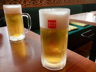 香港亭 サンポート高松店 - グラスがキンキン 泡はプルプル
