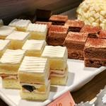 ファリナモーレ - フルーツショートケーキ、チョコレートケーキ