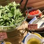 ファリナモーレ - グリーンサラダ(ヴィネグレットソース・人参とヤーコンのドレッシング・山椒とレモンドレッシング)