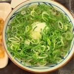 丸亀製麺 - ネギ盛りだくさん(笑)
