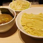 東京アンダーグラウンドラーメン 頑者 - つけ麺(濃厚)、野菜